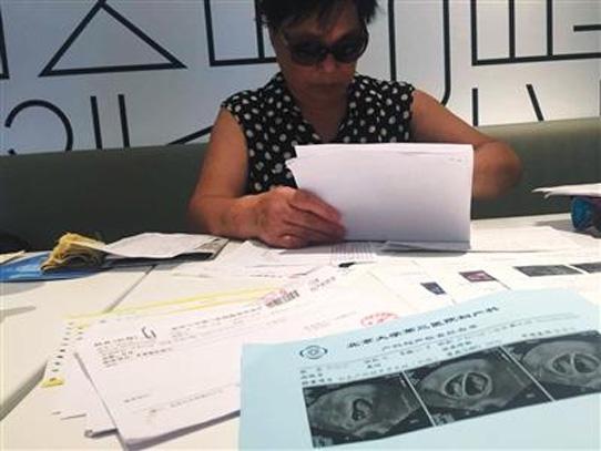 Mujer china de 67 años embarazada de gemelos rechaza consejo médico abortar