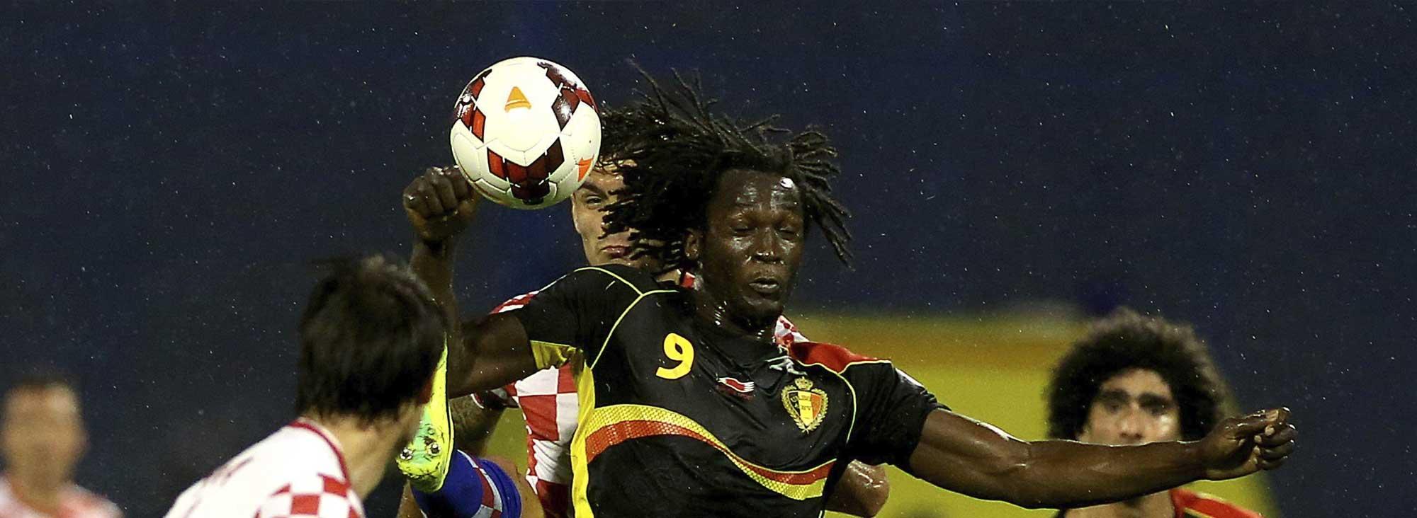 Dos de los 'nuevos' jugadores de Bélgica: Romelu Lukaku (de origen congoleño) y Marouane Fellaini (ancestros marroquíes).