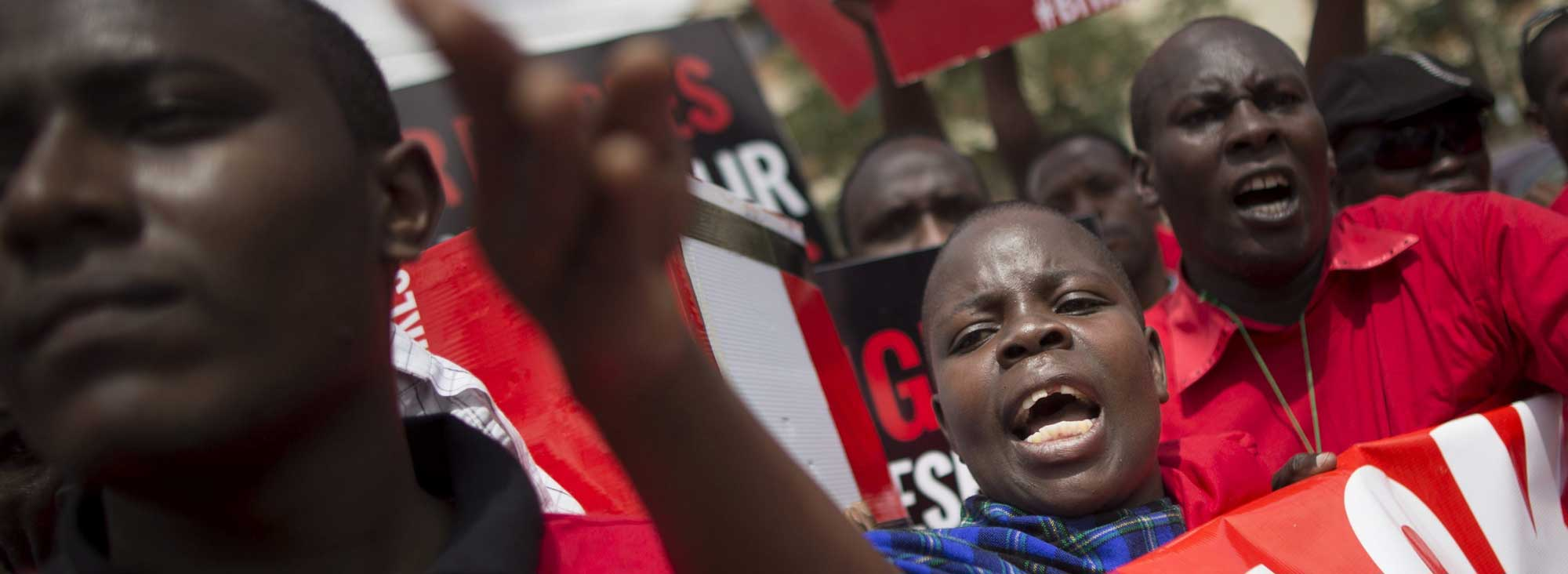#BringOurGirlsBack es el 'hashtag' que se popularizó en redes y que ha producido un remezón mundial. Incluso Michelle Obama apareció en Twitter con él. Foto: AFP