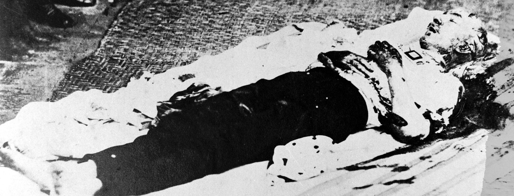 En la fotografía, que reposa en los archivos de la Subsecretaría de Cultura, se ve al cuerpo del expresidente luego del asesinato del 6 de agosto de 1875.