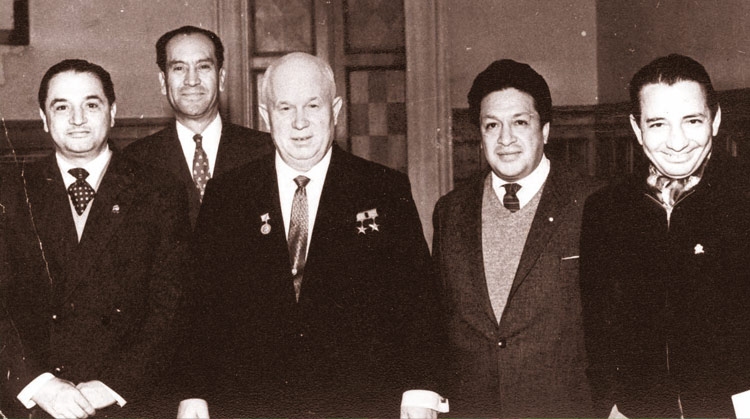 Intelectuales de visita en la URSS con Krushev