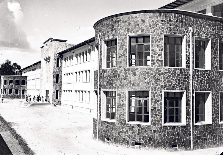Fachada del Colegio Normal Juan Montalvo