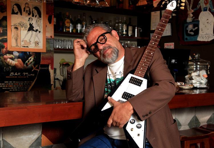 Nació en Guayaquil en 1955. Es una leyenda de la música en Ecuador.