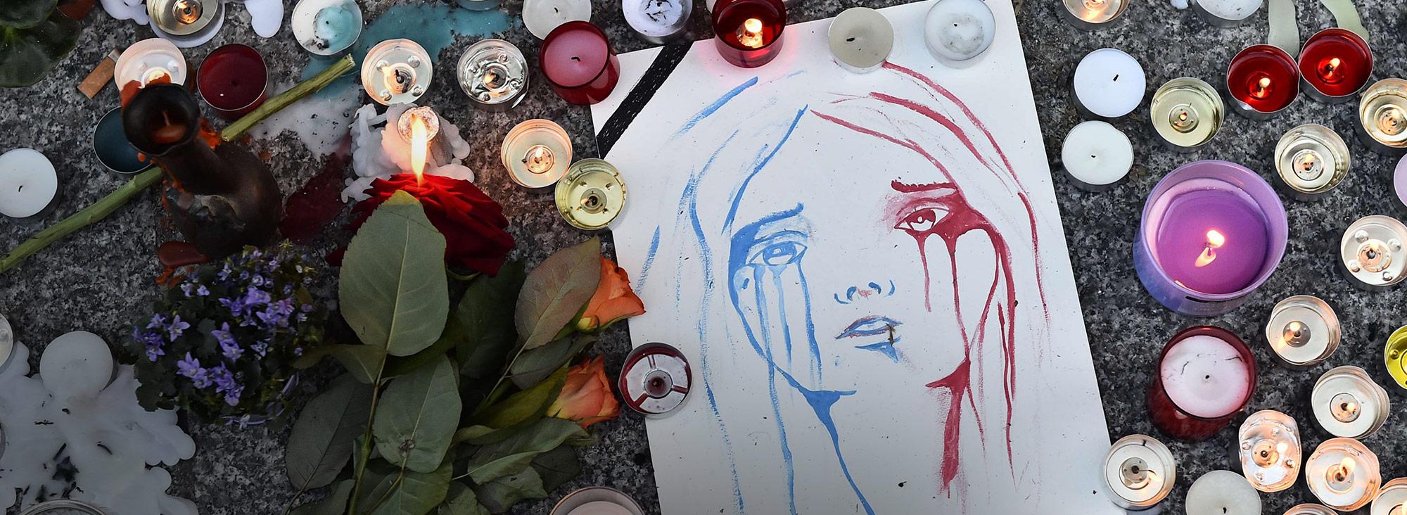 Las redes sociales reaccionaron por el atento en París y crearon varios hashtag como: #PrayForParis