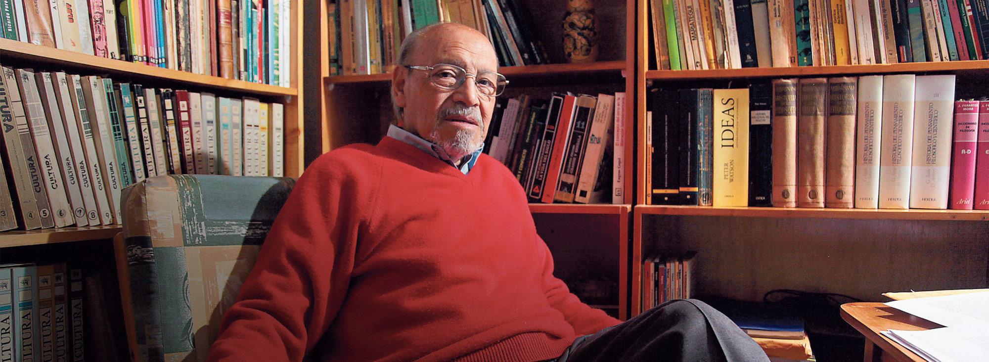 Fernando Tinajero es uno de los ensayistas más destacados del país. Poco después de recibir el Premio Eugenio Espejo por su aporte a las letras, escribió un artículo sobre la necesidad de saber retroceder.