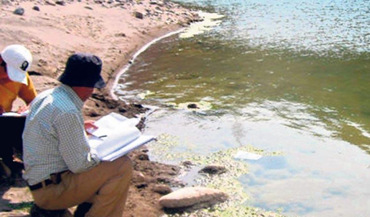 Técnicos de la Autoridad Nacional de Agua del Perú.